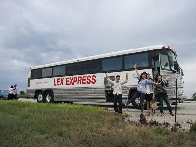 1.シカゴからの帰り、長距離バスが道中で原因不明のトラブルで2時間止まった際に。