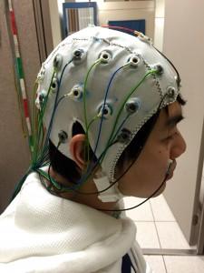 写真3脳波測定 (1)